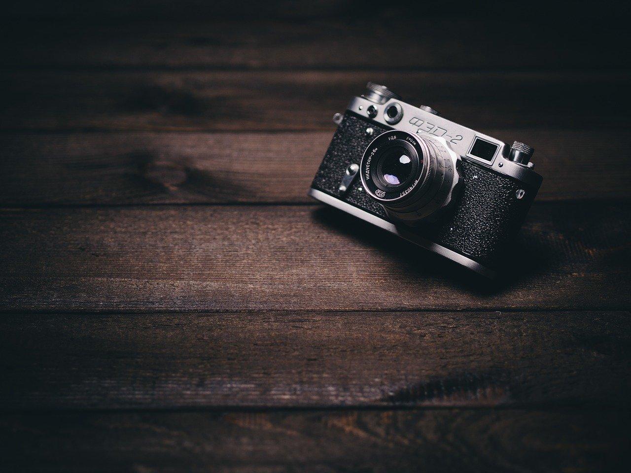 camera-820018_12809f5ARxaNNOHXg